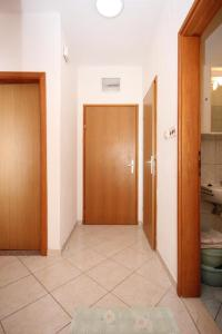 Apartment Pisak 7570a, Apartmány  Mimice - big - 14