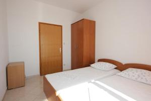 Apartment Pisak 7570a, Apartmány  Mimice - big - 15