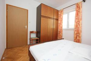 Apartment Pisak 7570a, Apartmány  Mimice - big - 18