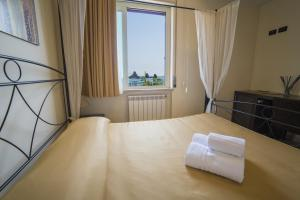 La Terrazza, Bed & Breakfasts  Aci Castello - big - 23
