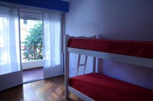 Single Bed in 4-Bed Dormitory Room with Shared Bathroom
