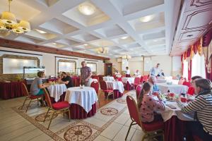 Гостиница Амарис, Отели  Великие Луки - big - 42