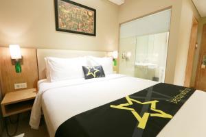 Yellow Star Gejayan Hotel, Hotels  Yogyakarta - big - 3