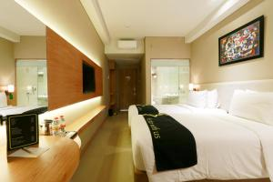 Yellow Star Gejayan Hotel, Hotels  Yogyakarta - big - 10