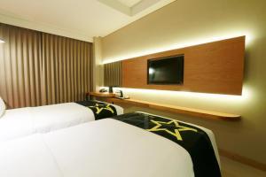 Yellow Star Gejayan Hotel, Hotels  Yogyakarta - big - 7