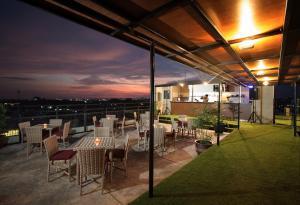 Yellow Star Gejayan Hotel, Hotels  Yogyakarta - big - 36