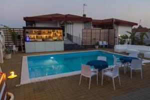 La Terrazza, Bed & Breakfast  Aci Castello - big - 38