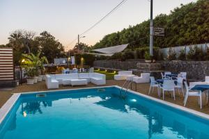 La Terrazza, Bed & Breakfast  Aci Castello - big - 41