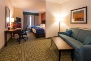 Queen Suite with Two Queen Beds and Sofa Bed - Pet Friendly