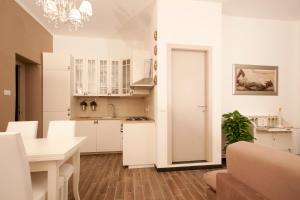 Home Sweet Home, Apartments  Genoa - big - 27