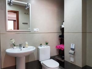 TocToc Pedregalejo Beach Apartment, Apartments  Málaga - big - 12