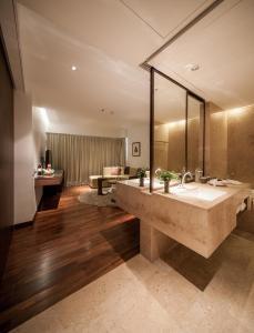 Triple Luxe Suite