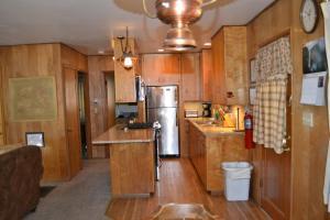 23 Arnett's Cabin, Holiday homes  Wawona - big - 5