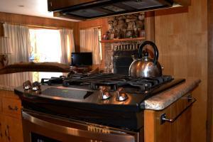 23 Arnett's Cabin, Holiday homes  Wawona - big - 9