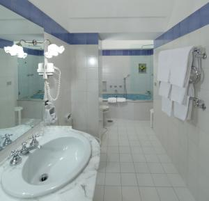 Hotel Villa Brunella, Отели  Капри - big - 19