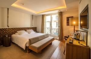 Eiffel Tower Deluxe Double Room