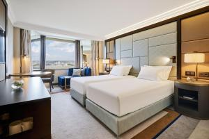 Executive Twin Room with Danube View and Executive Lounge Access