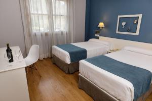 Hotel Jakue, Hotel  Puente la Reina - big - 4
