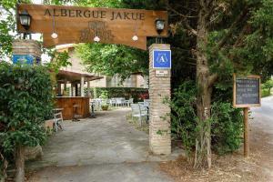 Albergue Jakue, Хостелы  Puente la Reina - big - 35