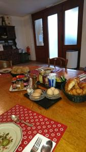 Cave Du Treyblanc, Bed & Breakfast  Luins - big - 2