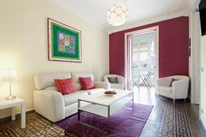 Four-Bedroom Apartment (7 Adults) - calle Paris 204
