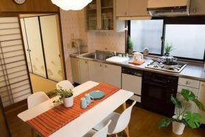 Awesome Japanese Style Apartment in Good Locartion, Apartmány  Kjóto - big - 13