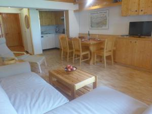 Apartment Tarcianne B12, Apartmány  Grimentz - big - 13