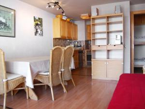 Apartment Dents Rousses H2, Апартаменты  Siviez - big - 5