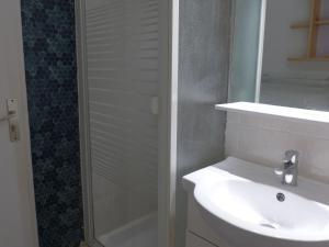 Apartment Les Balcons de la Méditerranée.1, Apartments  Narbonne-Plage - big - 5
