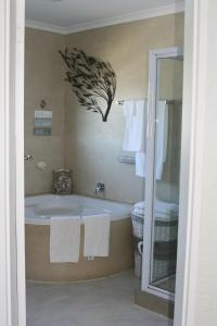 Suite 44, Apartments  Hermanus - big - 9