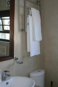 Suite 44, Apartments  Hermanus - big - 15