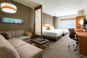 Værelse med 2 queensize-senge, sovesofa og udsigt