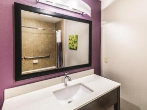 La Quinta Inn & Suites Mission at West McAllen, Hotels  Mission - big - 10