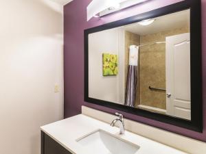 La Quinta Inn & Suites Mission at West McAllen, Hotels  Mission - big - 6
