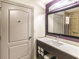La Quinta Inn & Suites Mission at West McAllen, Hotels  Mission - big - 5