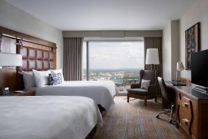Queen Room with Two Queen Beds and City View - High Floor