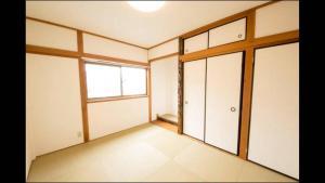 Apartment in Sakuragawa, Apartmanok  Oszaka - big - 5