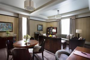 One-Bedroom Mayfair Suite