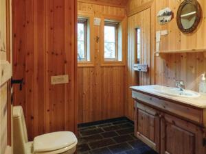 Four-Bedroom Holiday Home in Skabu, Holiday homes  Skåbu - big - 12