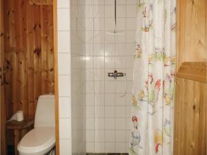 Four-Bedroom Holiday Home in Skabu, Holiday homes  Skåbu - big - 14