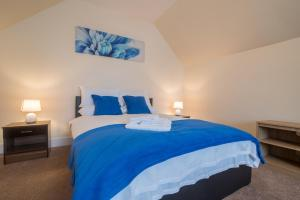 Two bedroom serviced and fully equipped house