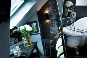 Design Top Floor room with Bath