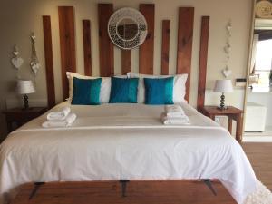 Luxus Zimmer mit Kingsize-Bett und Meerblick