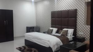 Hotel Mandakini Lush