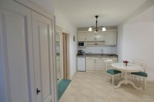 Baroc Apartments Sibiu, Апартаменты  Сибиу - big - 16