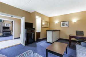 Superior King Suite with Hot Tub - Non-Smoking
