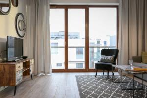 Roommate Apartments Cybernetyki 1