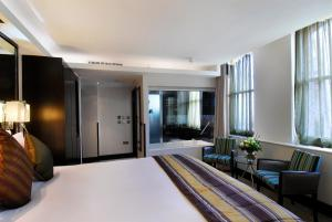 Montcalm Club Room