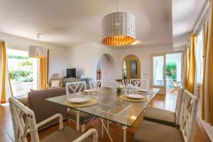Menorca Villa Fenicia, Виллы  Son Parc - big - 56