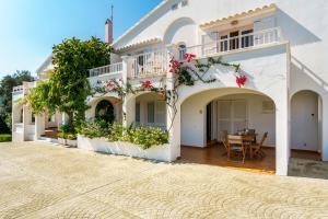 Menorca Villa Fenicia, Виллы  Son Parc - big - 28